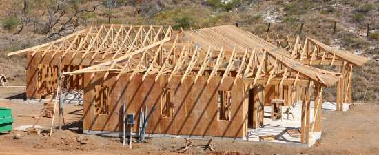 Launiupoko - Finishing roof trusses - House framing stage ...